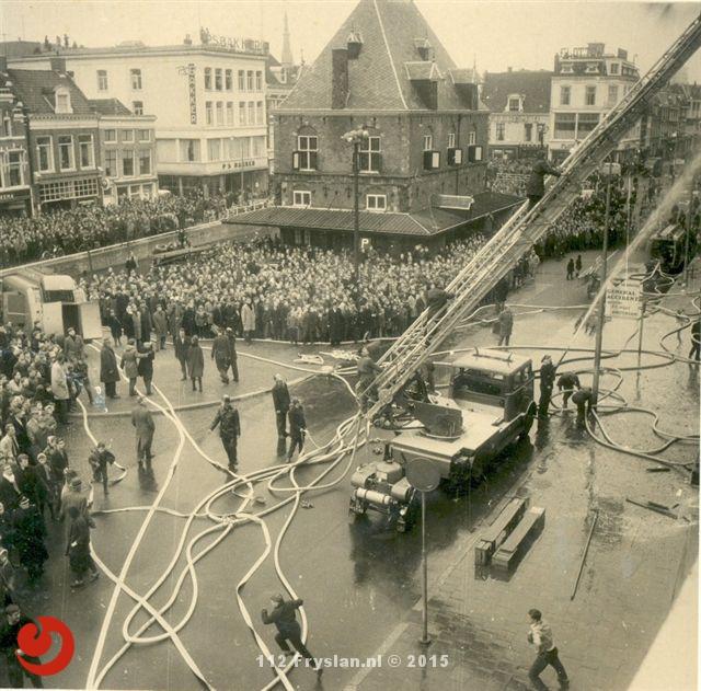Uit de Oude Doos: Grote brand V&D Leeuwarden
