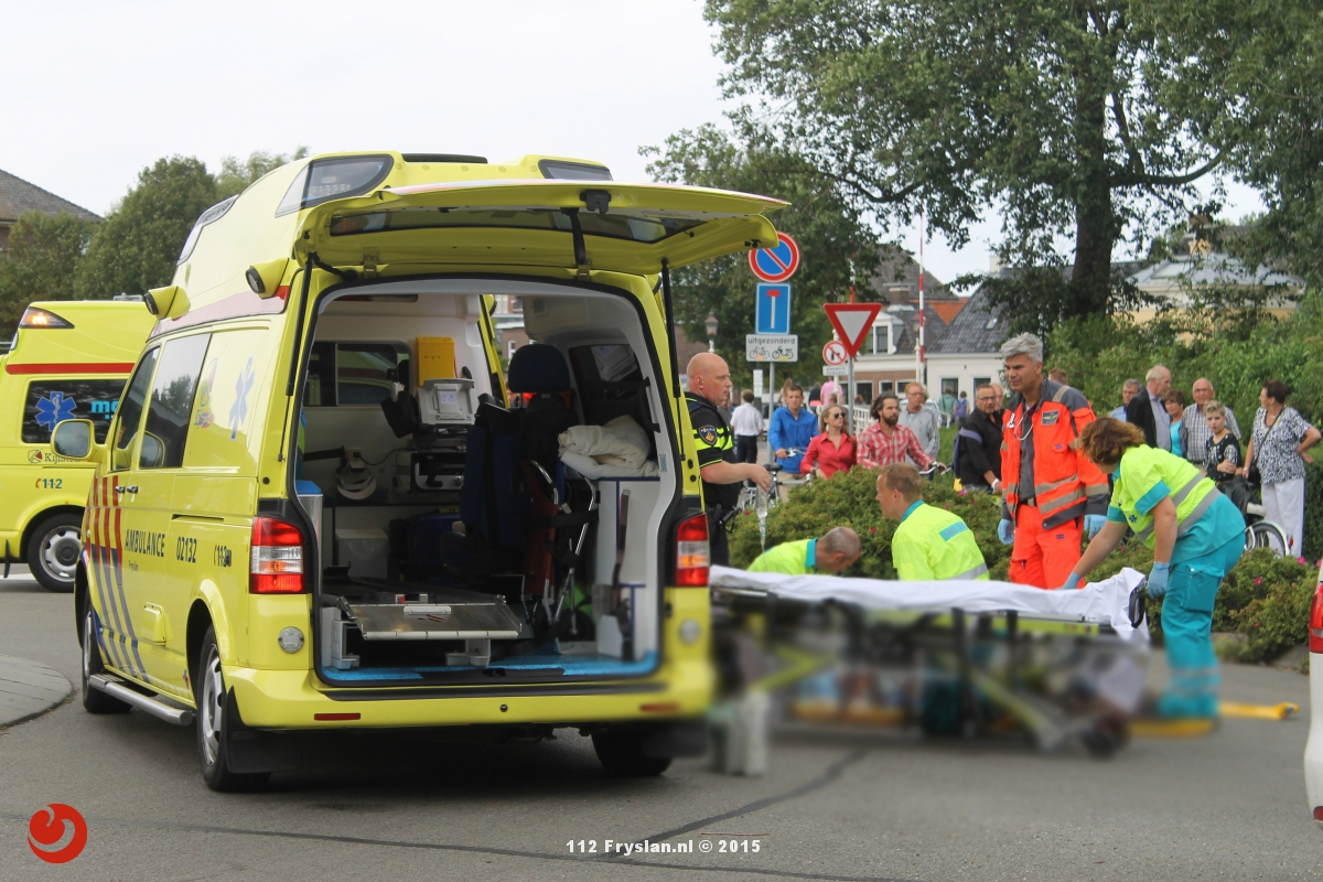 Fietser ernstig gewond bij aanrijding op rotonde