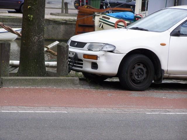 Aanrijding auto brommer
