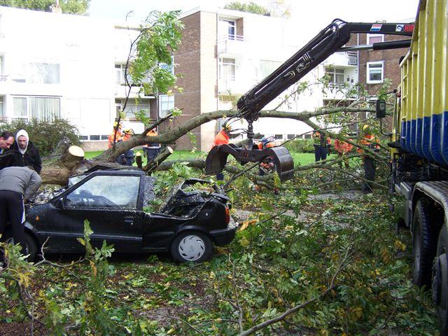 Noordwesterstorm richt veel schade aan in Friesland