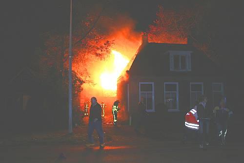 Uitslaande brand aan Het Meer in Heerenveen