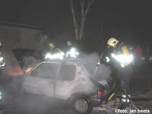 Auto brand volledig uit in Dokkum