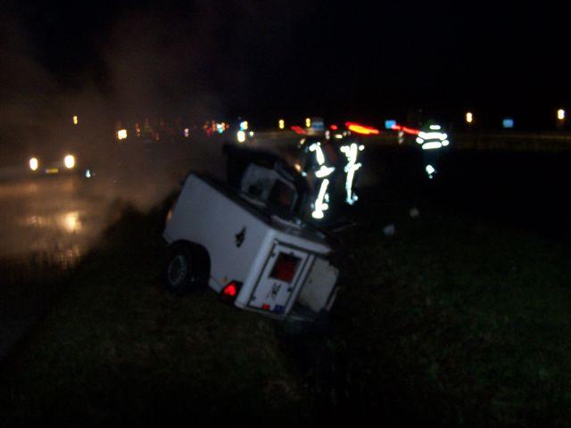 Auto te water Groningerstraatweg blijkt auto in brand in greppel.