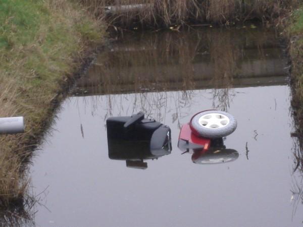 Scootmobiel te water Grettingalaan Harlingen