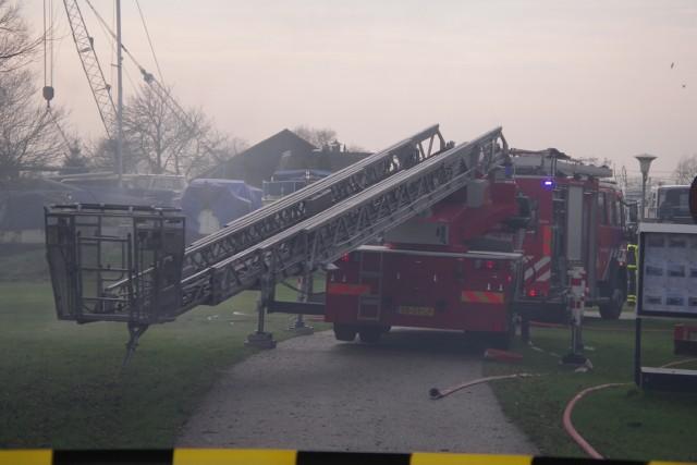 Brand verwoest loods in Nieuwebrug