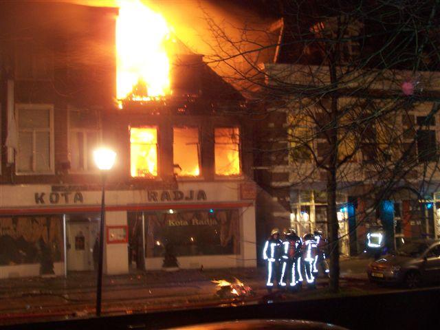 Zeer grote brand verwoest Kota Radja Leeuwarden
