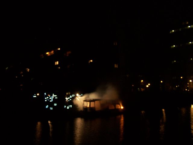 Brand verwoest boot in Bonkevaart
