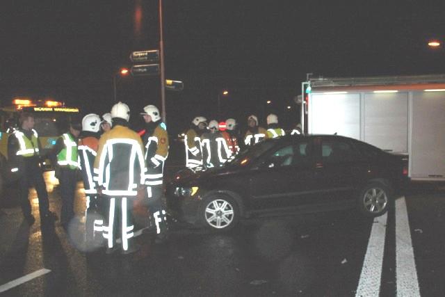Eén gewonde bij botsing tussen twee auto's