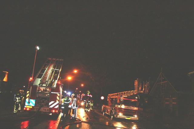 Grote brand richt veel schade aan in Heerenveen