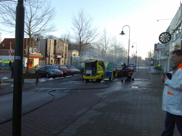 Ambulance in brand op Noordkade