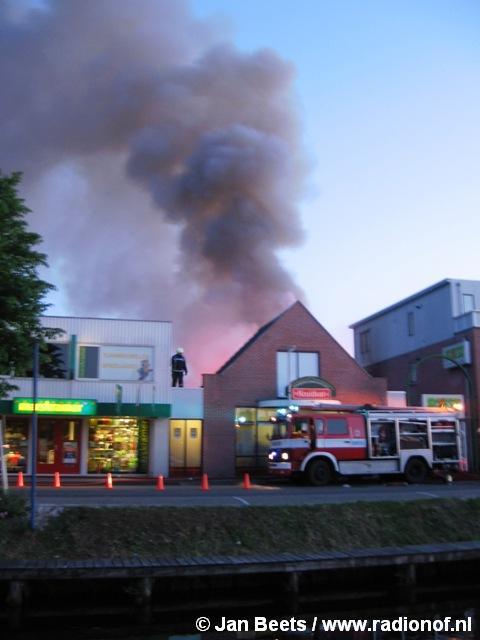 GRIP 3 Zeer grote brand verwoest Poiesz Appelscha