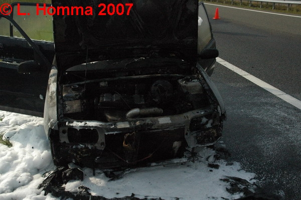 Auto uitgebrand op A32