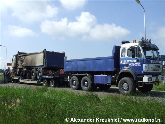 Vrachtwagen verwoest door brand Dokkum