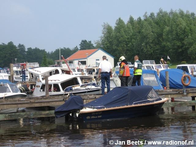 Explosie op kruiser in jachthaven Zwaagwesteinde