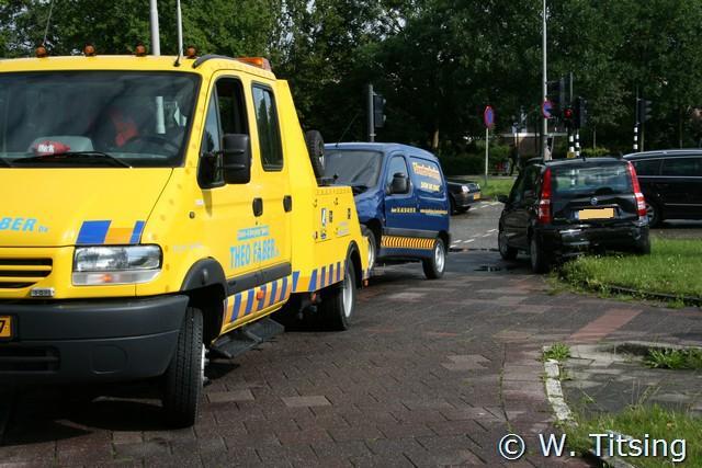 Twee auto's in botsing bij verkeerslichten