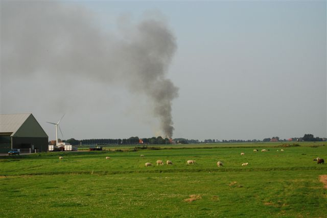 Brand verwoest boerderij in in Tjerkwerd