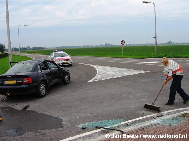Auto over de kop bij aanrijding Buitenpost