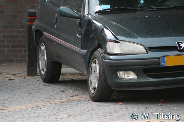 Auto rijd per ongeluk achteruit