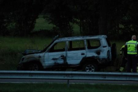 Auto volledig uitgebrand langs A7 Drachten