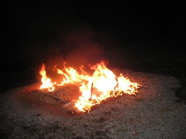 Wederom een zitbank in vlammen op Buitenpost