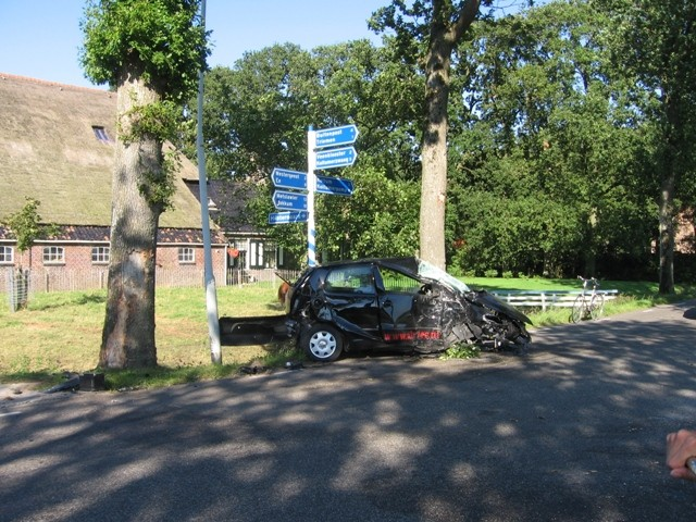 Auto total loss na ongeval op de Simmerwei