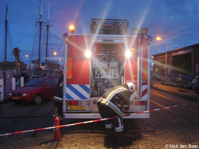 Schip in brand Dokkade Harlingen