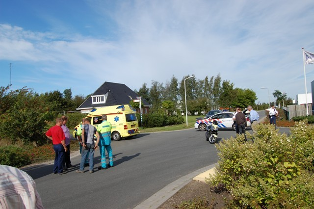 Botsing scooterrijder met bedrijfsbus Buitenpost