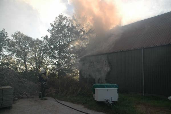 Schuur brand uit in Hichtum