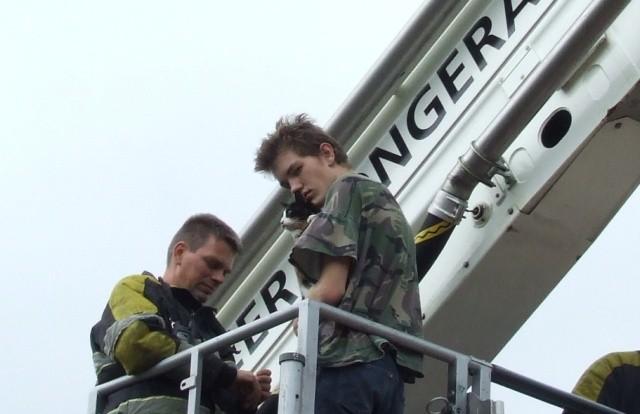 Poes uit dakgoot gehaald door brandweer