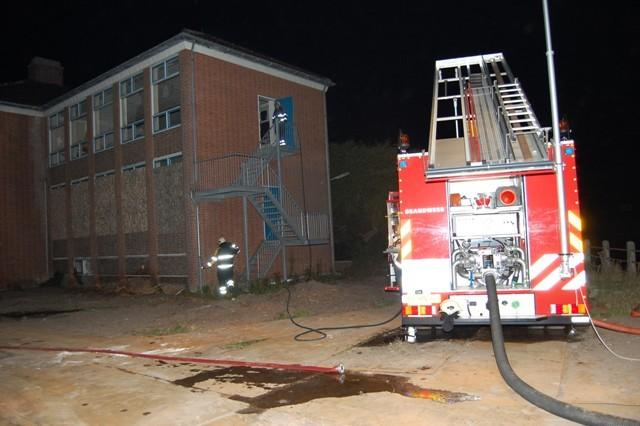 Klein brandje in oud schoolgebouw