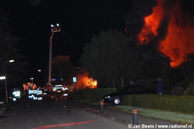 Grote brand verwoest dorpshuis 'De Beijer' in Rinsumageest