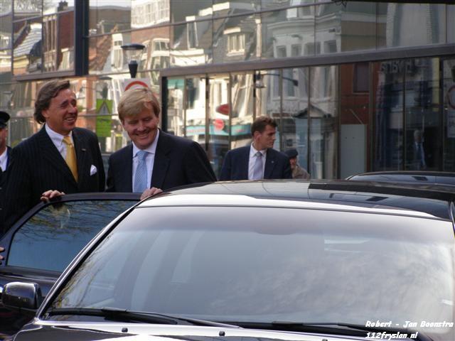 Kroonprins Willem Alexander op bezoek bij stadsschouwburg de harmonie
