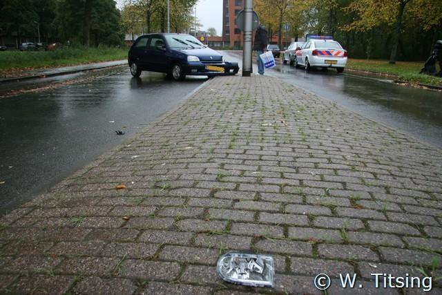 Auto tegen lantaarnpaal in Leeuwarden