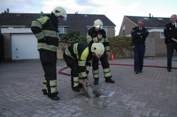 Brandweer rukt uit voor benzinelucht in Bolsward