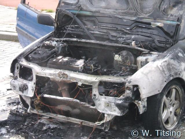 Auto brand uit bij het Kalverdijkje