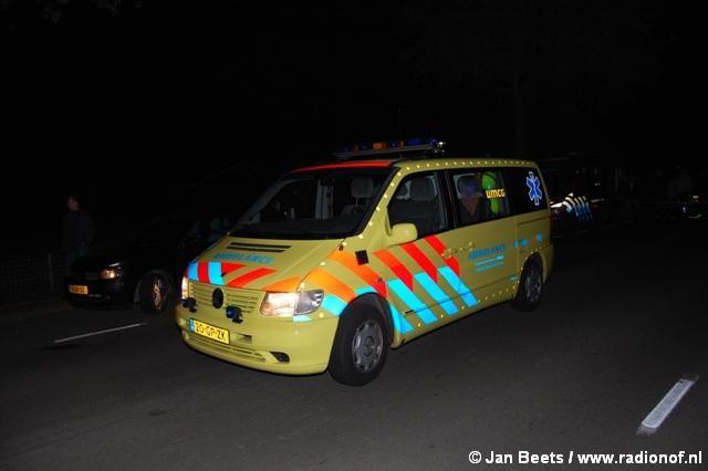 Persoon gewond bij crash tegen lantaarnpaal