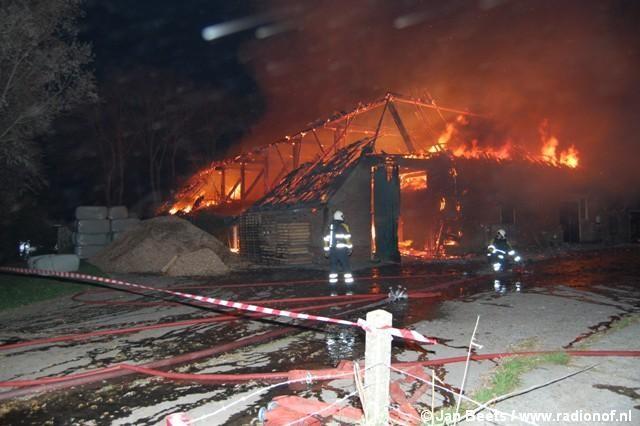 Uitslaande brand verwoest monumentale boerderij