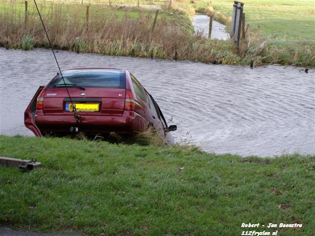 Grote inzet voor auto te water