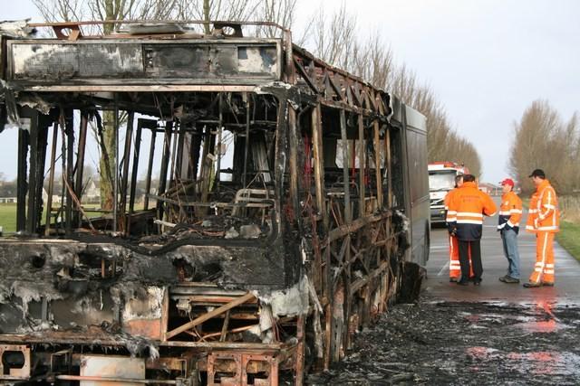 Connexxion bus brand volledig uit