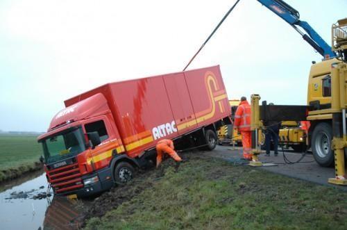 Vrachtwagen te water Hommerts