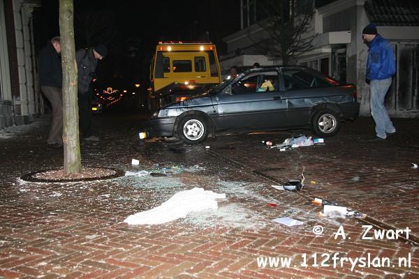 Auto belandt op zijn dak na ongeval ( FILM )