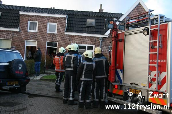 Vuurwerk mogelijke oorzaak woningbrand Akkrum ( FILM )