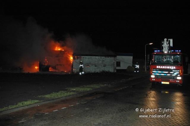 Uitslaande brand bij parketcentrum Dokkum