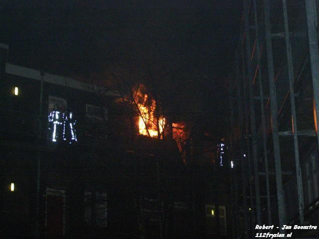 Zeer grote brand in Leeuwarder binnenstad (FILM / foto update)