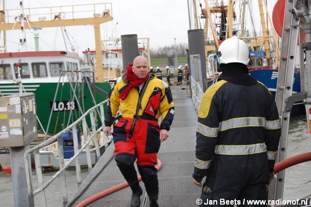 Scheepsbrand in haven Lauwersoog