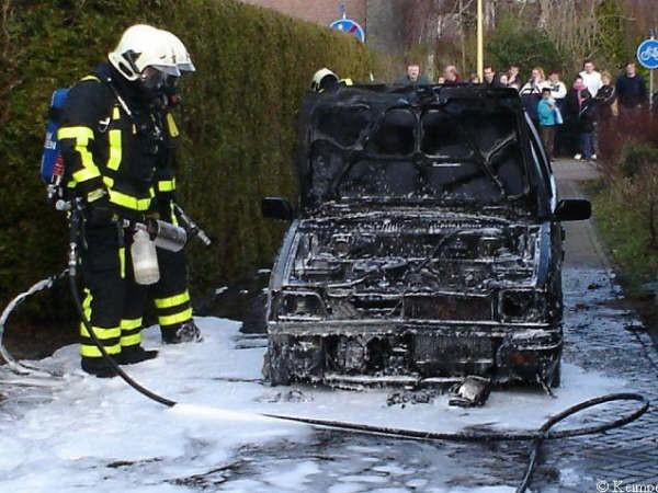 Autobrand en schip in brand in Heerenveen