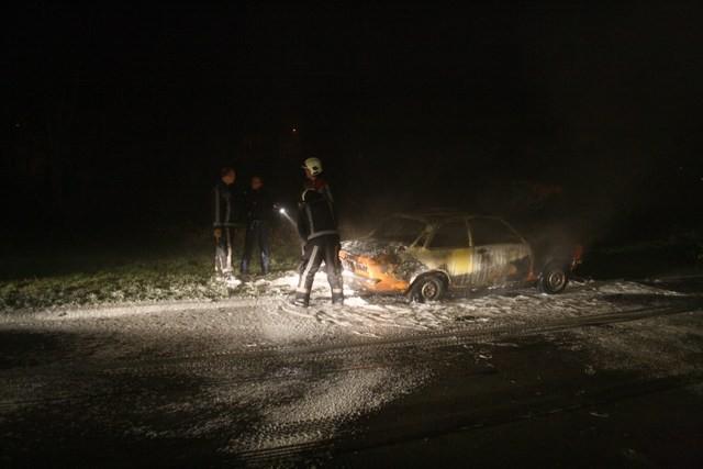 Oude Opel brand uit in Leeuwarden
