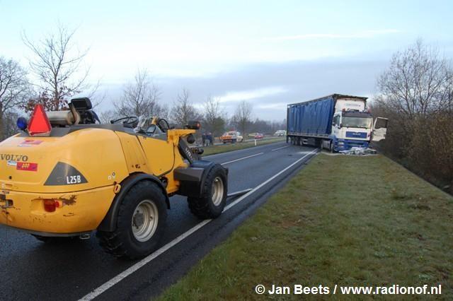 Twee vrachtwagens en motor betrokken bij ongeval