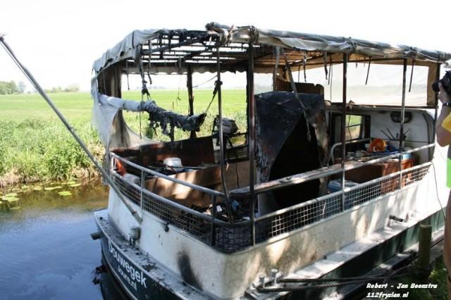 Man ernstig gewond na explosie op boot