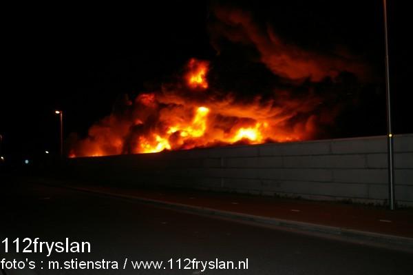 brand op het terrein van een recyclingbedrijf (update Video)